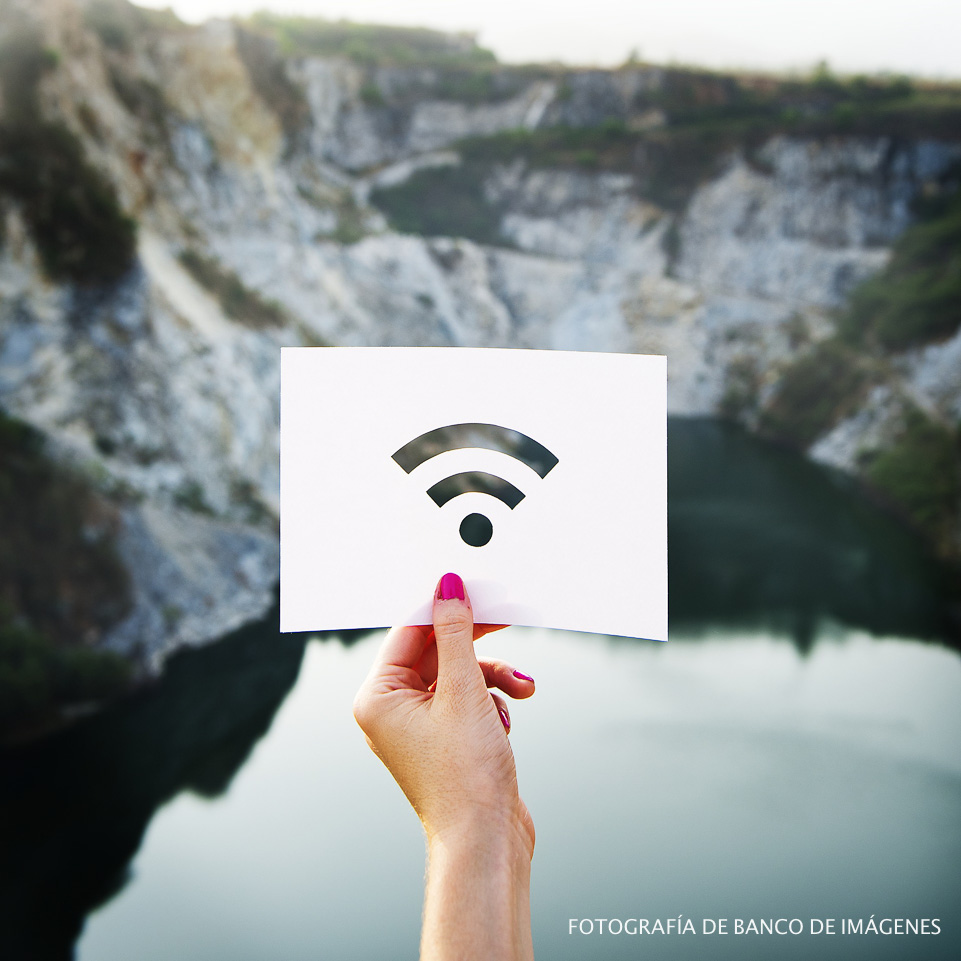 how to stay connected while traveling